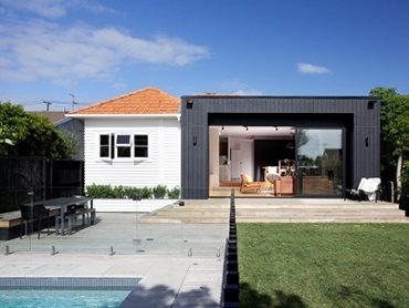 1950s weatherboard house with the modern extension