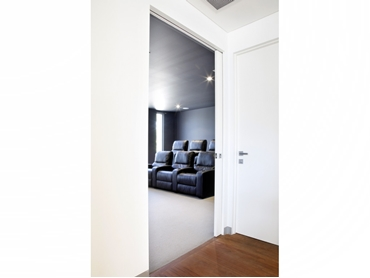 Space saving design with unique concealed carriage system and no pelmets