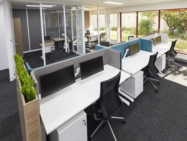 Workstations with privacy screens
