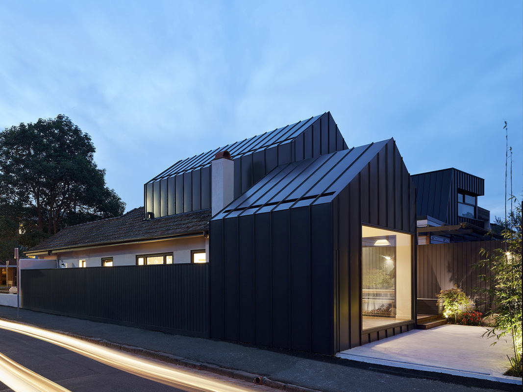 Shadow House: Sensitive addition to an Art Deco house ...