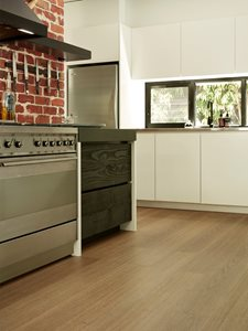 Heartridge vinyl plank kitchen floor