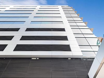 Building facade with non combustible aluminium panel