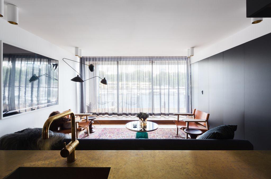 Architect prineas reinvigorate sydney wharf apartment with for Apartment design nsw