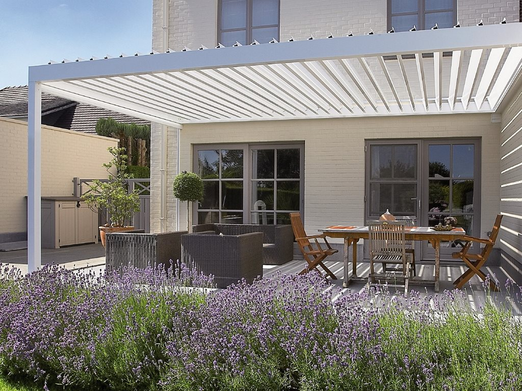 Renson Algarve: innovative terrace cover with a bladed roof system