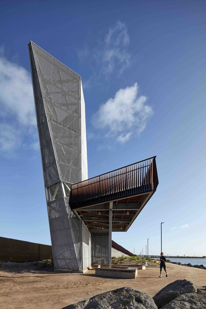 A Pedestrian Viewing Platform Made Sculptural Landmark By