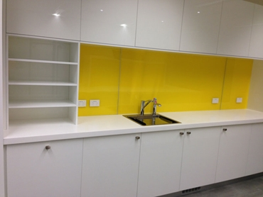 Quality IPA Acrylic Splashbacks for Commercial and Domestic Applications l