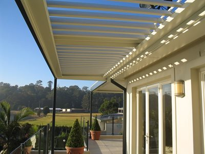 Stylish Opening And Closing Louvered Pergolas By Vergola