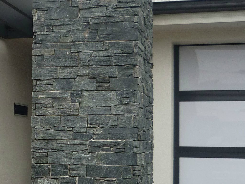 Ledge Stone natural stone in 9 colours with 2 corner sizes