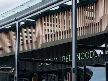 The undulating timber look battens across the front of the restaurant add interest and movement to the venue's exterior