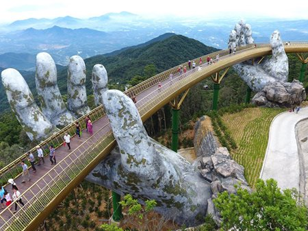 Golden-bridge-ba-na-hills-vietnam-1.jpg