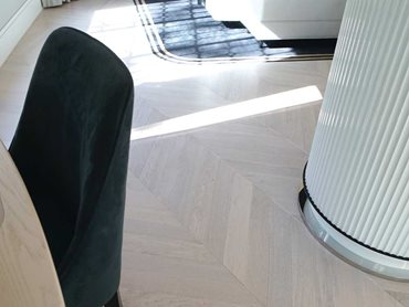 Alabastro Chevron flooring complements the overall feel of opulence and sophistication of the Art Deco period