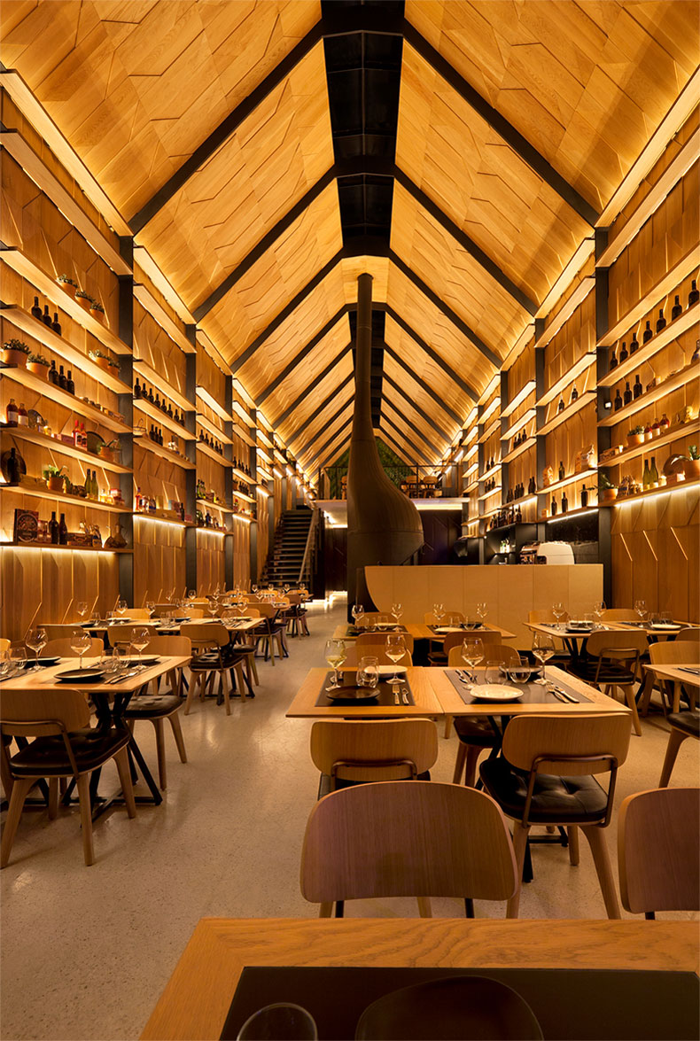 Piccolino like a cathedral but one you can eat pizza in for Piccolino hotel decor