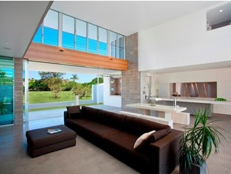 Powerlouvres Windows innovatively control natural airflow into the room