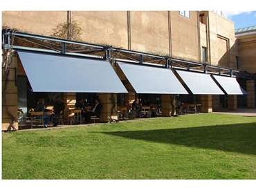 Unicom retractable awnings for commercial applications