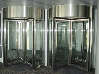 Boon-Edam-Tourniket-Revolving-Door Silver Frame Entrance