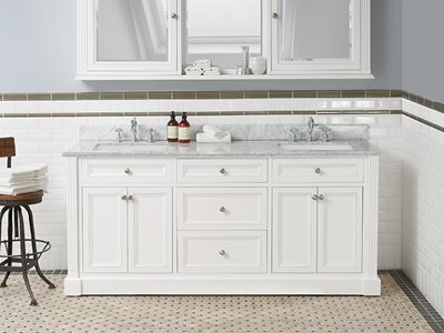 Schots traditional classique vanity in bathroom interior