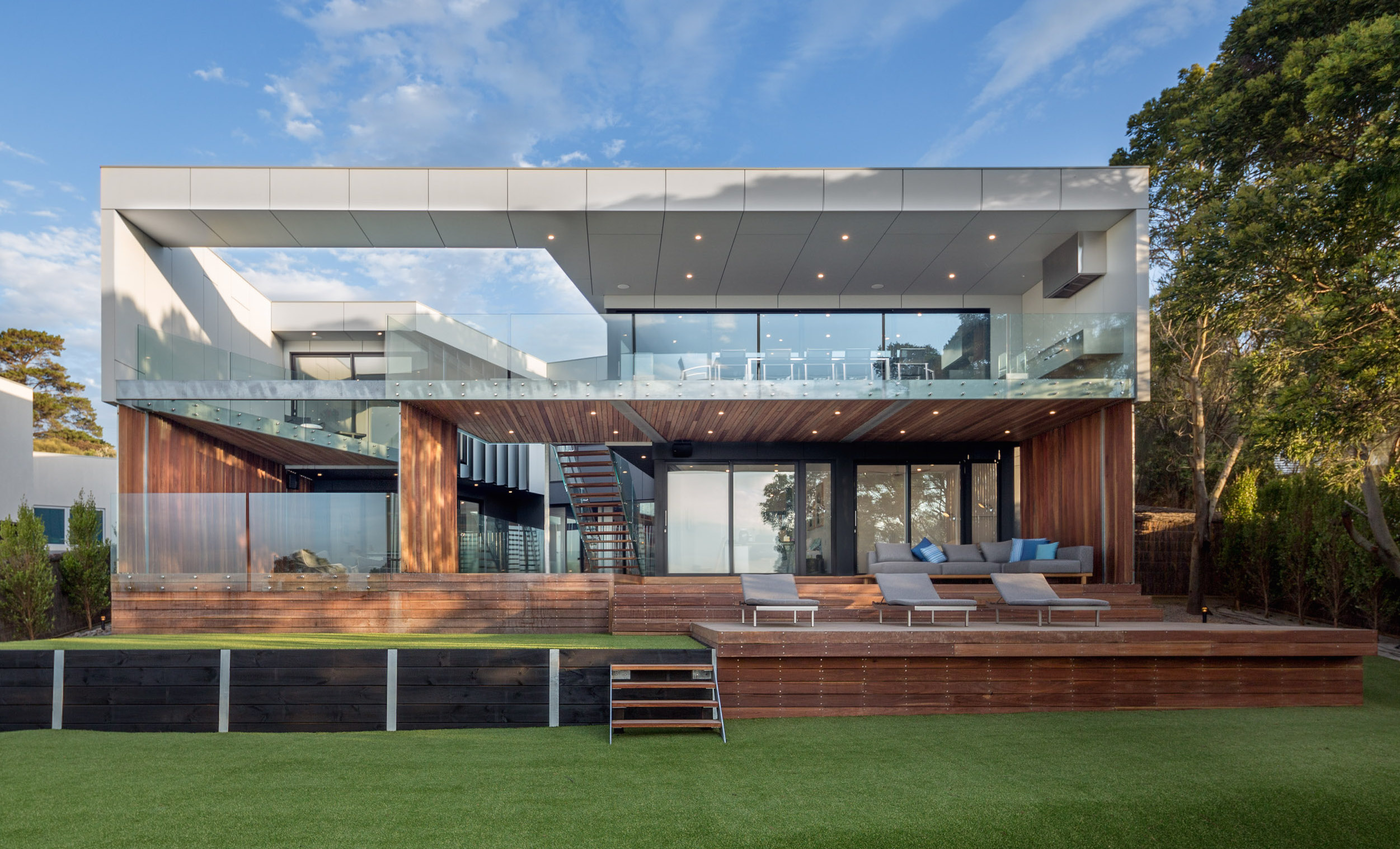 Mornington Peninsula luxury durable house backyard