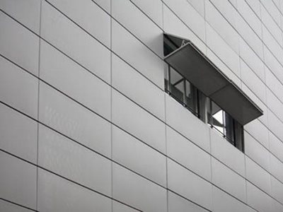 Horizontal bi-fold screen on building facade