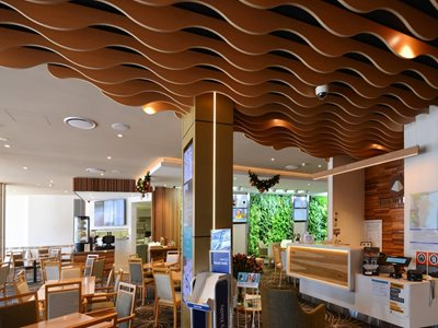 Sculptured features for walls and ceilings