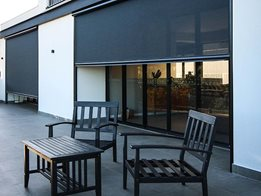 Freedom Retractable Screens: Smartscreen - No-gap blind system for insects and glare