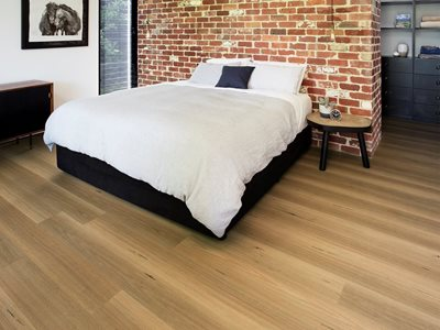 Heartridge vinyl plank bedroom