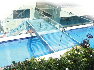 Pool Windows, Pool Walls and Glass Water Features from Dimension One Glass Fencing