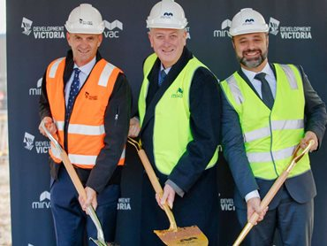 Sod turning (L-R): Simon Wilson, GM Precincts, Development Victoria, The Honourable Richard Wynne MP, Minister for Planning and Stuart Penklis, Mirvac Head of Residential.