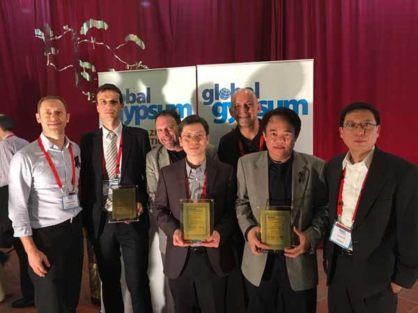 The USG Boral team receiving the Global Gypsum Awards in Bangkok