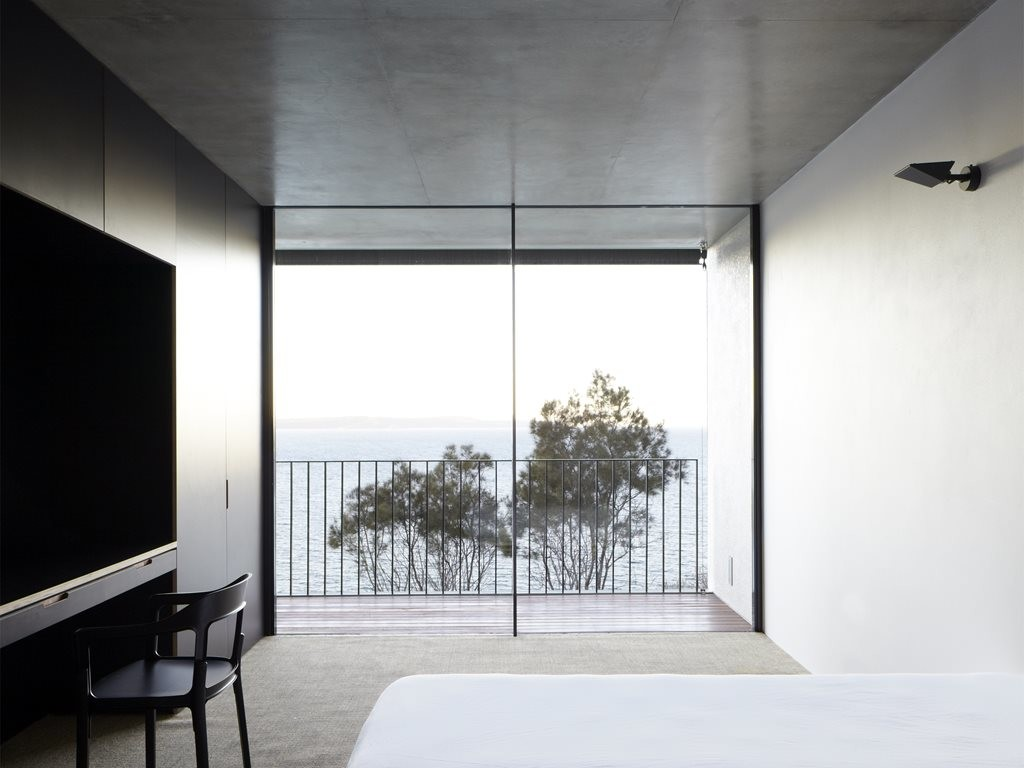 Whale Beach by Tobias Partners (door system by Vitrocsa). Photography by Justin Alexander
