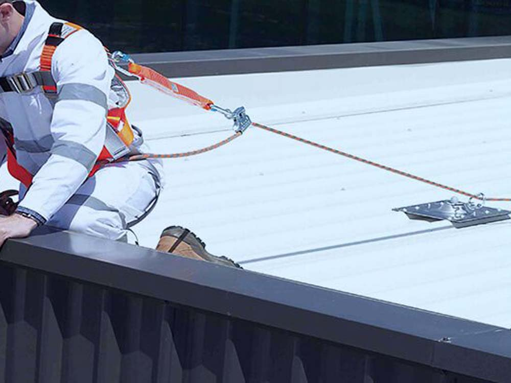 Height safety with roof anchors