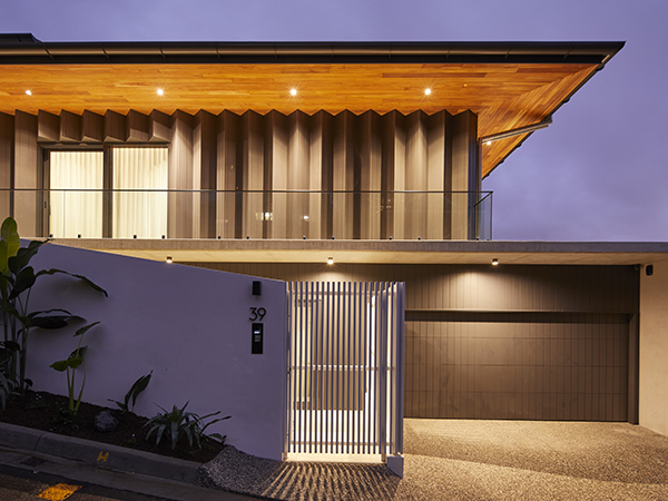 This home is the benchmark gold standard of building design within the country and features world first heat pump technology as well as Australian first 3-phase Hybrid smart inverters that integrate with not only the hot water system but are fully VPP ready for integration with the future energy retail sector and localized energy trading schemes.