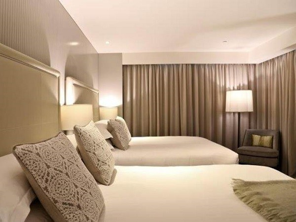 Mayfair Hotel room featuring Easycraft's bespoke design panelling