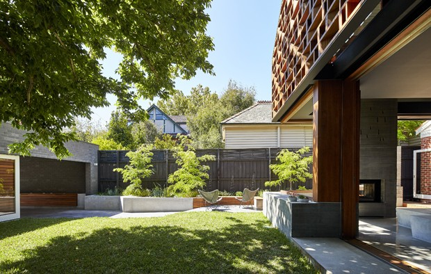Local House By Make Architecture Contrasts Timber Screens