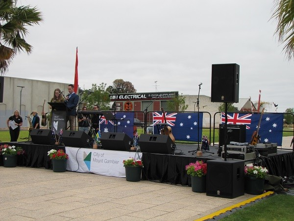 Mt Gambier Council QUATTRO Fold & Roll Stage System
