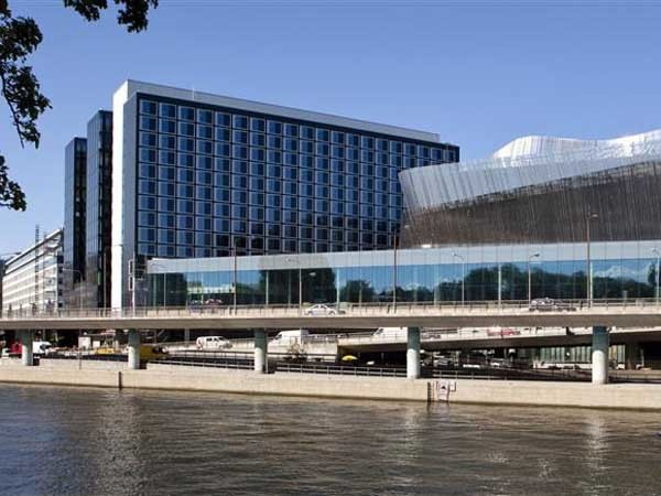 ASSA ABLOY systems secure the Waterfront Congress Centre and the Radisson Blu Waterfront Hotel