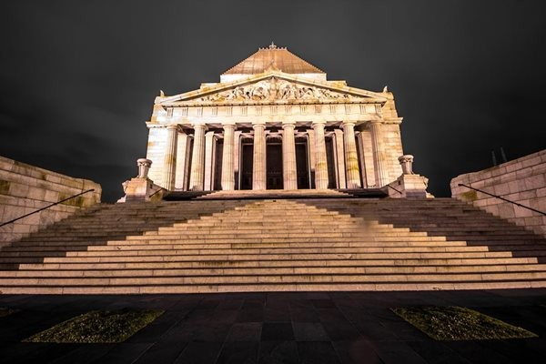 Shrine_of_Remembrance-_Melbourne-_VIC-1.jpg