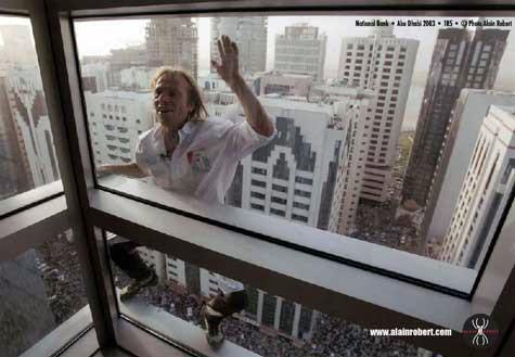 Video Spiderman Climbs 452m Petronas Tower Barehanded