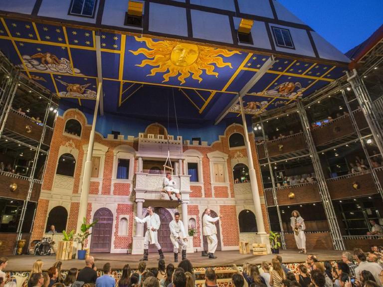 Full Scale Replica Of Shakespeare S Globe Theatre Popping