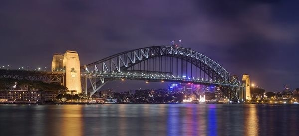 Sydney_Harbour_Bridge_from_Circular_Quay.jpg
