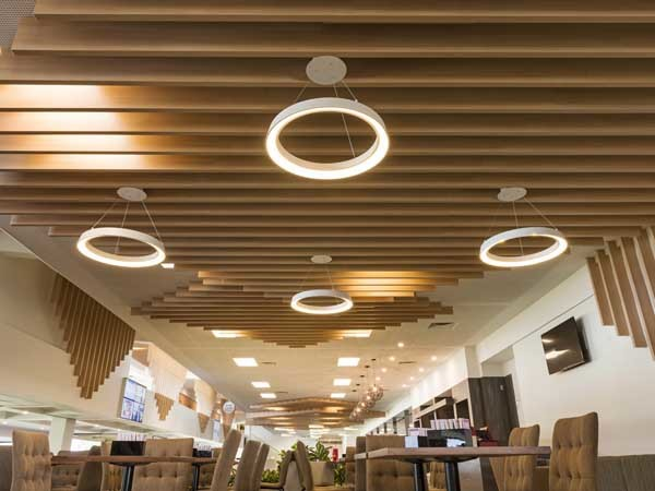 Supaslat MAXI BEAM has been used to form interesting crisscrossing chunky features on the ceiling