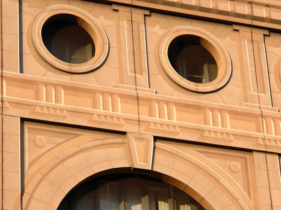 Is this a face or a building? Image: David W, CC BY
