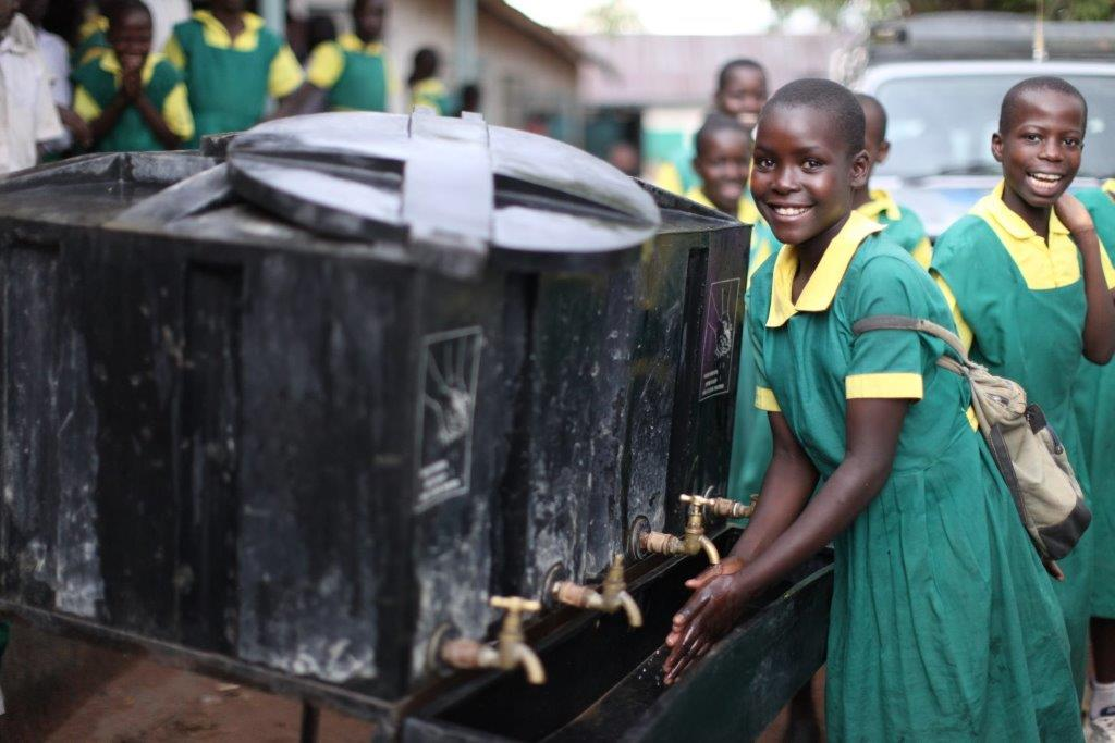 Keynan-kids-at-school-washing-their-hands-C-UNICEF-Kenya-2015-Vidyarthi-1.jpg