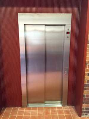 Orion C350 sliding door elevator