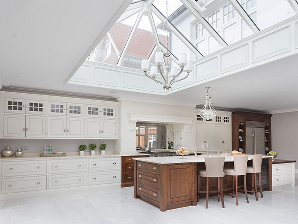 white modern shaker kitchen
