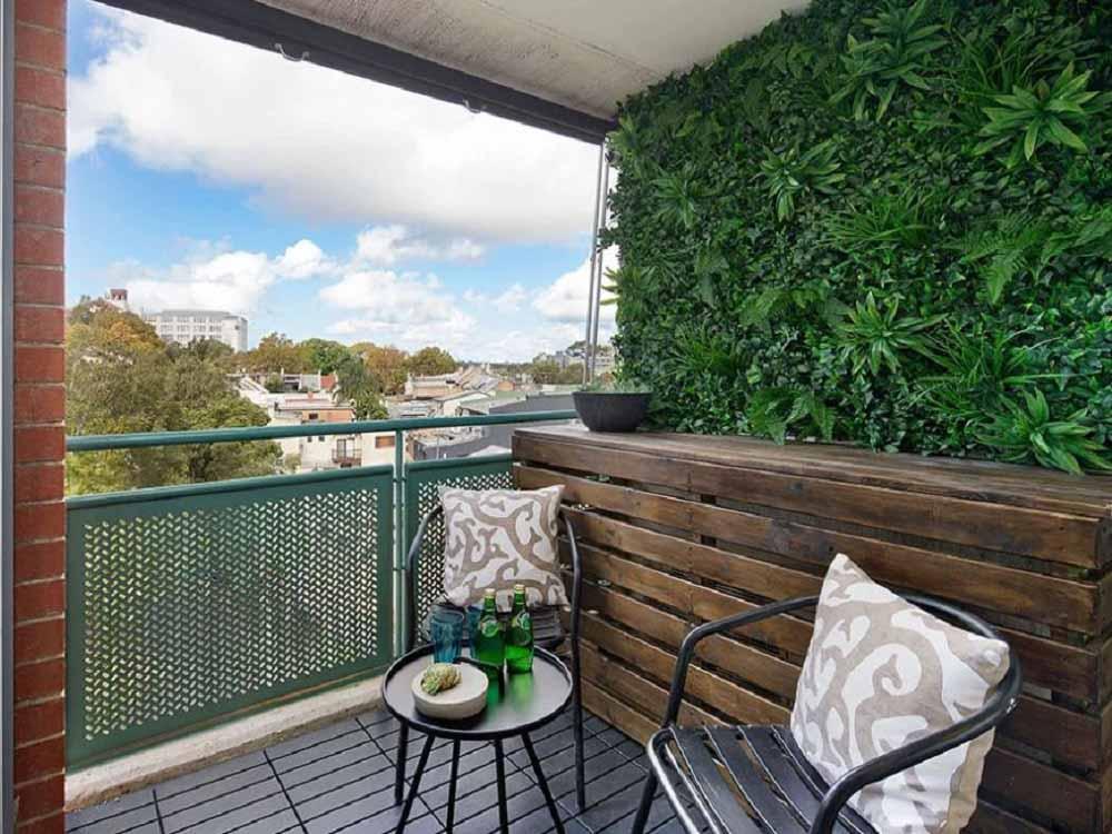 Suburban Balcony Goes Green With A Vertical Garden