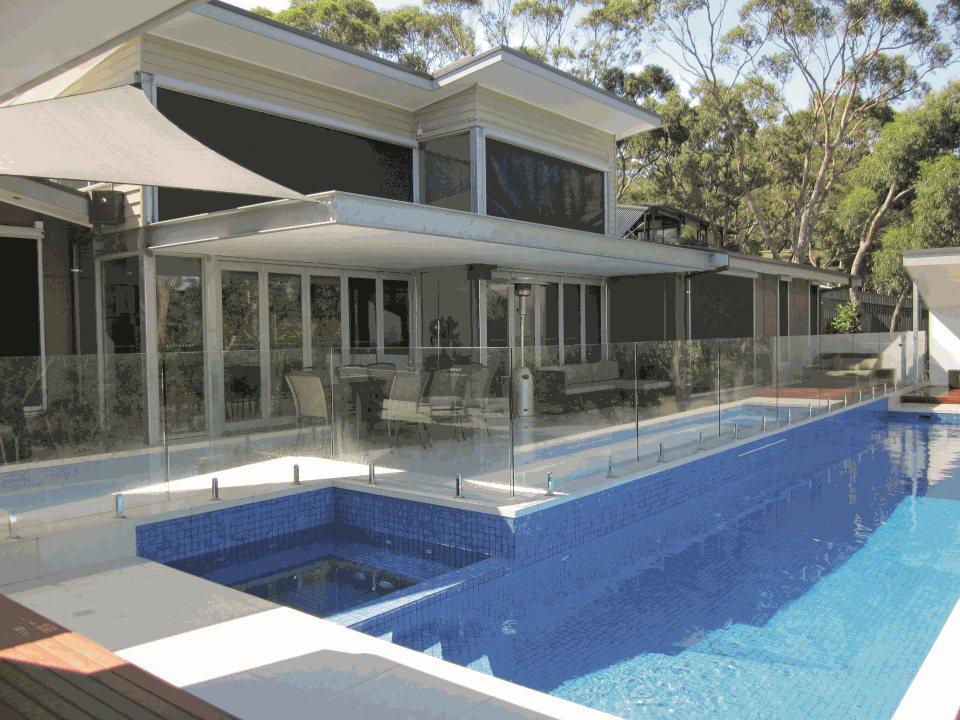 Hillside House Demonstrates A Precast Concrete Solution