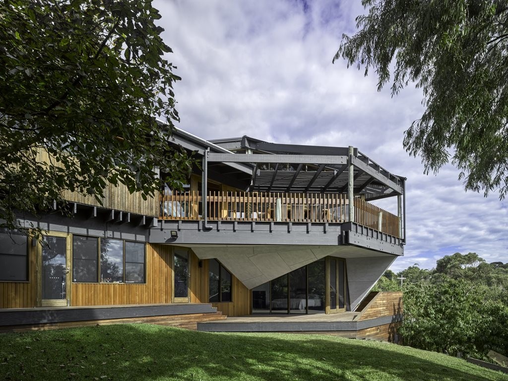Alteration of iconic post and beam dwelling in Victoria