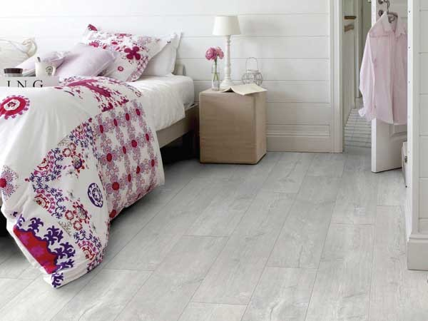 Quick-Step's Patina Oak Light White Essential V4