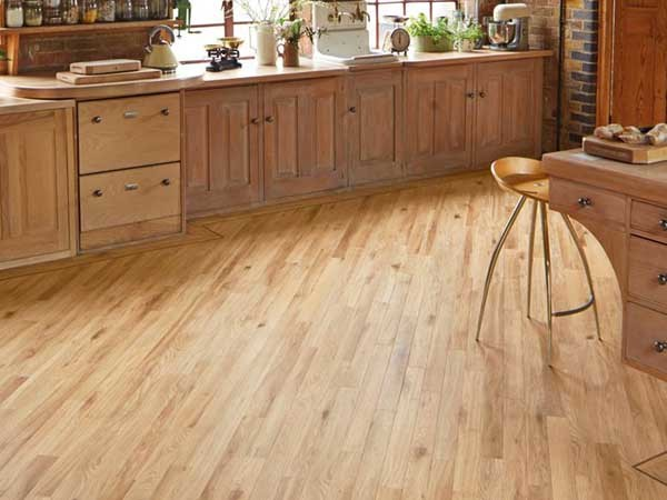 Da Vinci - Natural Oak RP102 (with Chocolate design strip border)