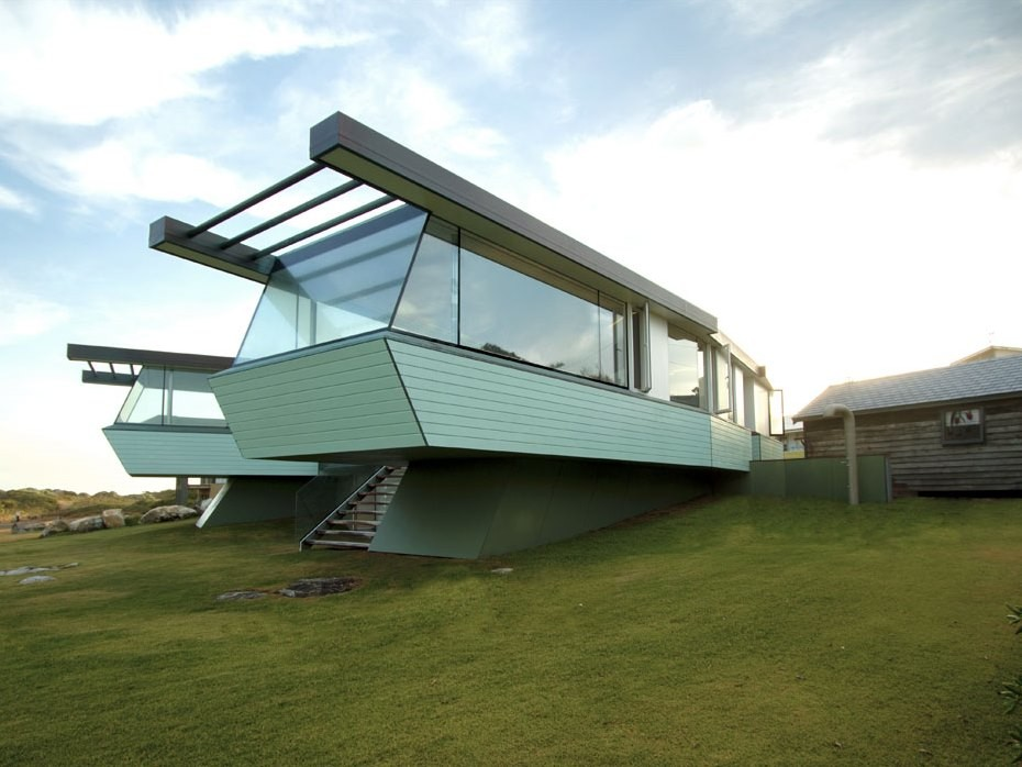 Augusta Beach House by Andrew T Boyne Architect and SIPs Industries was manufactured in a Perth factory using structural insulated panels. Image: Andrew T Boyne.